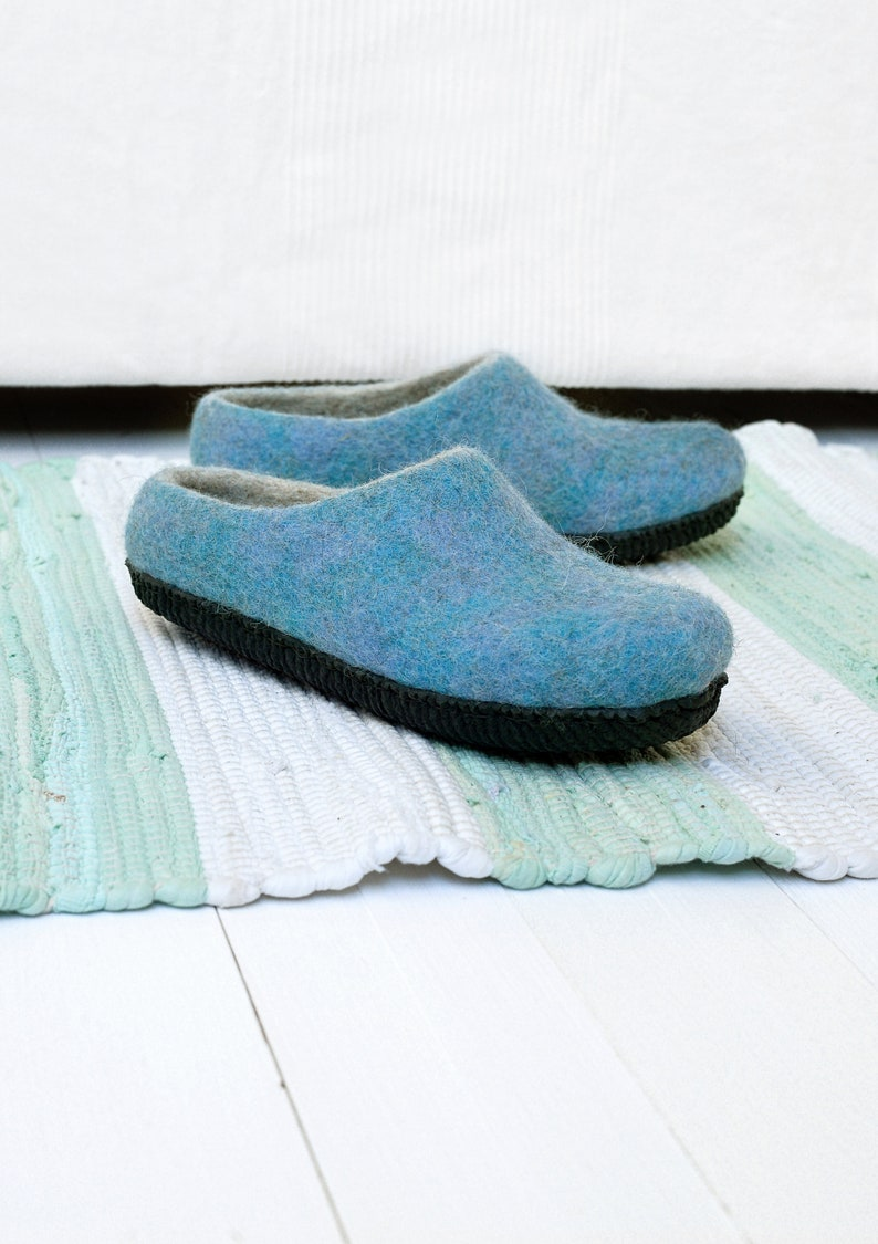 90b8683a83f49 Felt wool slippers for women in blue color with rubber sole