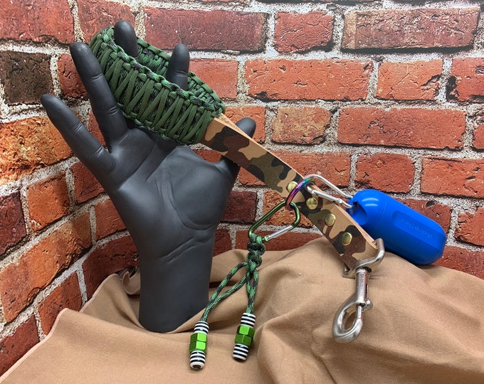 Leather Lead, Heavy Duty, Big Dog, Short Durable Dog Lead, Service Dog Leash, Custom Made Leather Leash - Green Paracord Handle