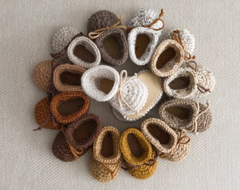Gender Neutral Baby Shoes, Brown and Ivory Crochet Baby Booties, Leather Baby Moccs, Baby Boy Coming Home Outfit, Unisex Handmade Baby Gift