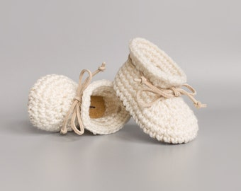 Gender Neutral Cream Summer Baby Shoes, Crochet Baby Booties, Beige Leather Baby Moccs, Spring Coming Home Outfit, Unisex Handmade Baby Gift