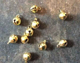 Pack of 10 Gold Tone 3D Acorn Charms 14mm x 9mm