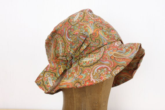 Vintage Women's Hat - Fedora Cloche - 7 - Orange / Yellow Paisley Silk - Oversized Bow - 1960's - Handmade - Art Deco - Fully lined