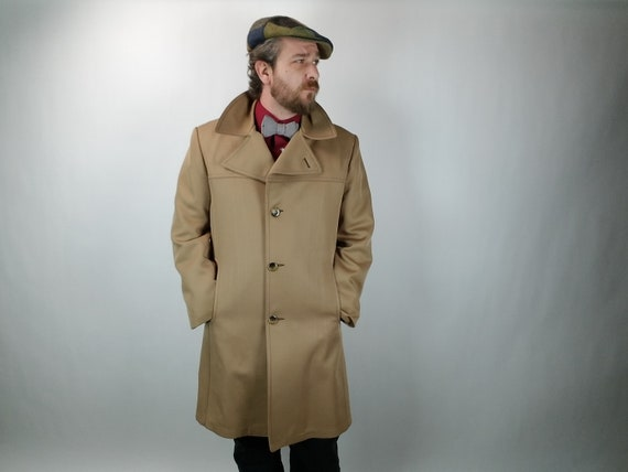 Vintage Men's Overcoat - Chesterfield Trench Coat - Tan - Removable Lining - 3/4 Length - 42R / 92C - Fall & Winter Men's fashion - 1970's