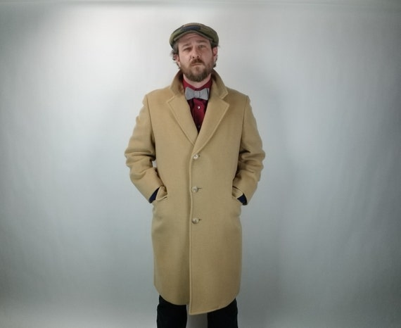 Vintage Men's Overcoat - Chesterfield - Tan Wool - 3/4 Length - 41 R / 90C - Fall & Winter Men's fashion - Philip Wolfe Haberdasher, Prov RI