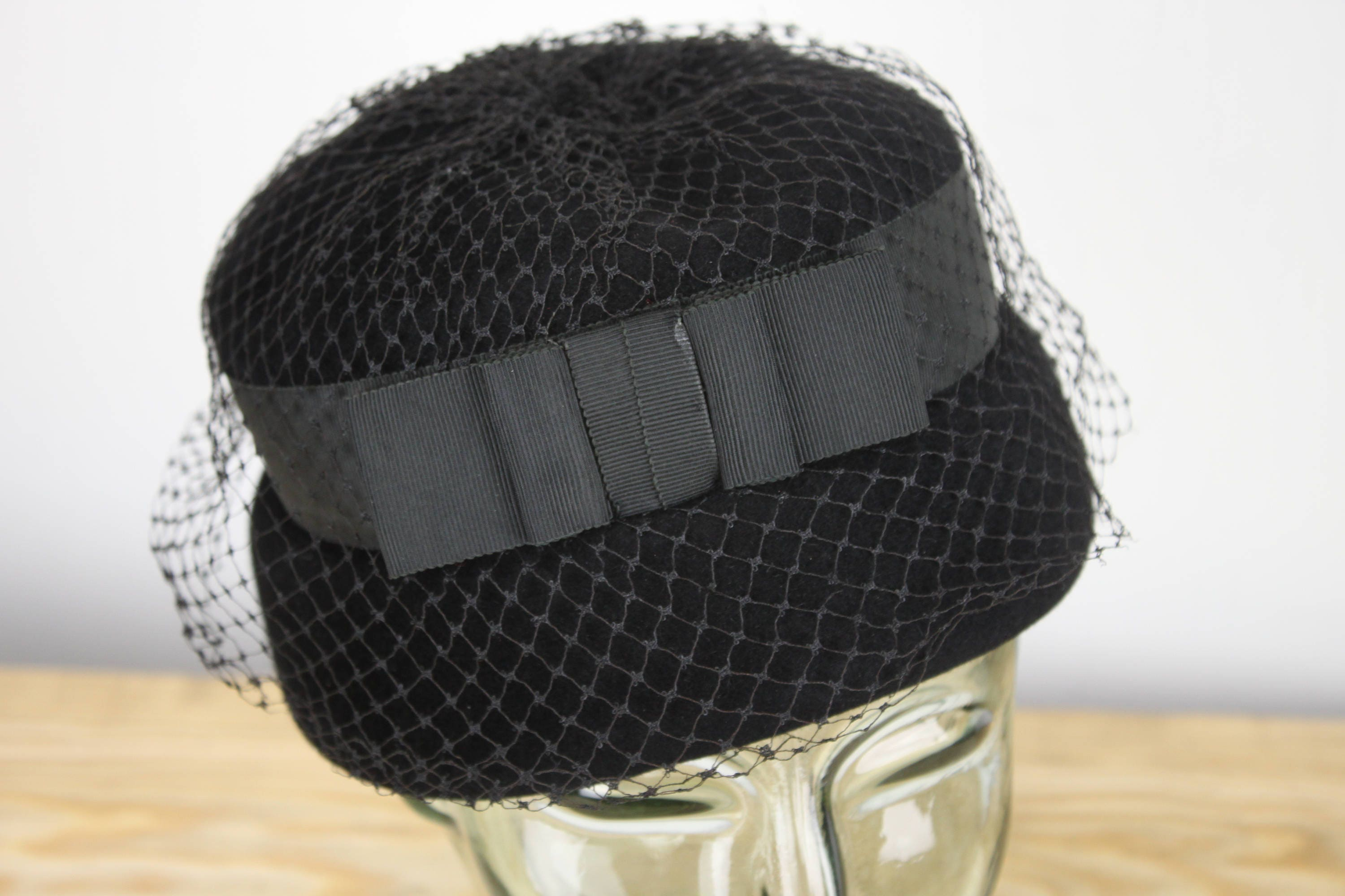 38a77474982 Vintage Women s Hat - Venus - Black - Genuine Velour - Ribbon   Viel ...