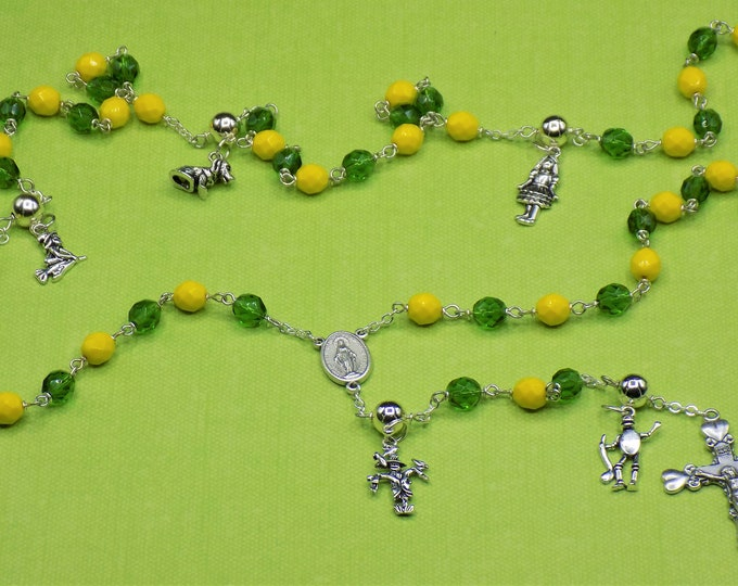 Wizard of OZ Rosary - Czech Green and Yellow Glass Beads - Wizard of OZ Charms - Immaculate Mary Center - Italian Hearts Crucifix