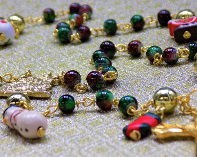 Christmas Charm Bead Rosary - Marble Green & Red Glass Beads - Ceramic Charm Father Beads - Ital Gold Nativity Center -Italian Gold Crucifix