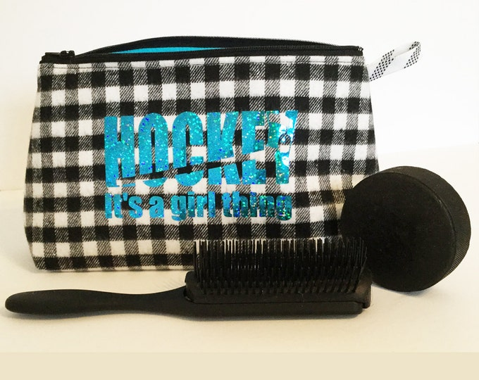 Small storage bag for hockey girls in black and white checked flannel, Hockey toiletry bag