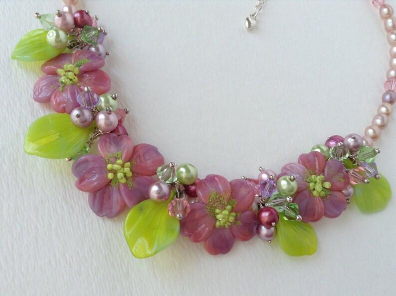 052ebdcbae57 Flores de cristal de Murano y perlas de agua dulce collar de