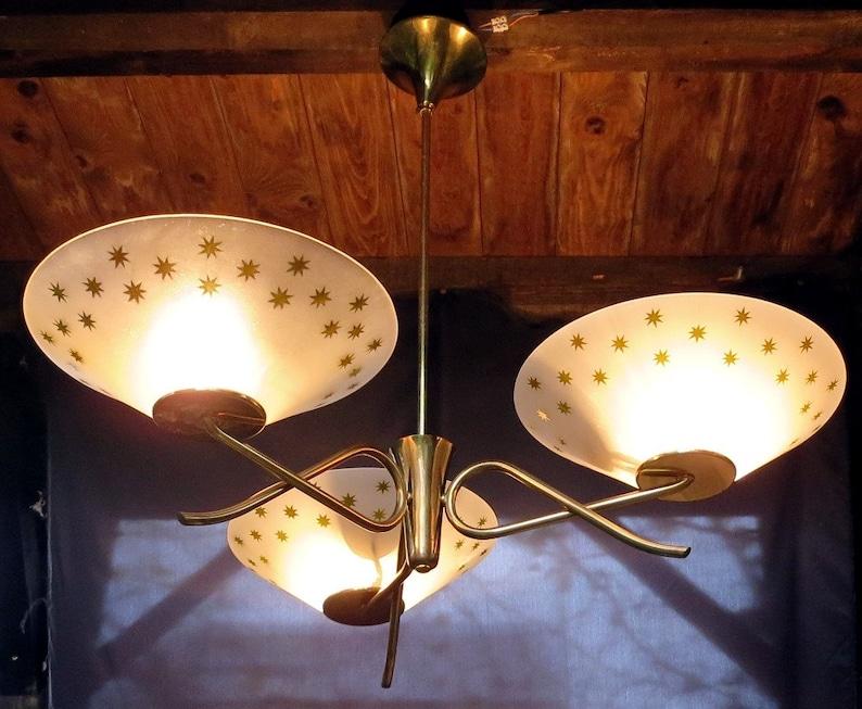 Plafoniera Ottone Vetro : Tre bracci luce ottone vetro smerigliato disco plafoniera etsy