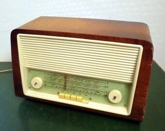 "Vintage Tube Radio ""Bruns Hamburg Type 4900"" from 1961"