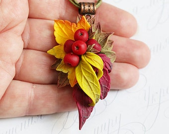 Viburnum necklace. Red berries necklace. Fall leaves necklace Polymer clay jewellry Woodland necklace. Forest jewelry. Autumn leaves jewelry