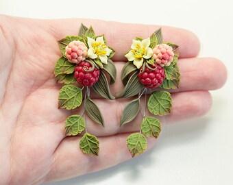 Raspberry Earrings. Red berry earrings. Polymer clay jewelry. Fruit earrings. Green leaf earrings. Berries Jewelry. Botanical jewelry
