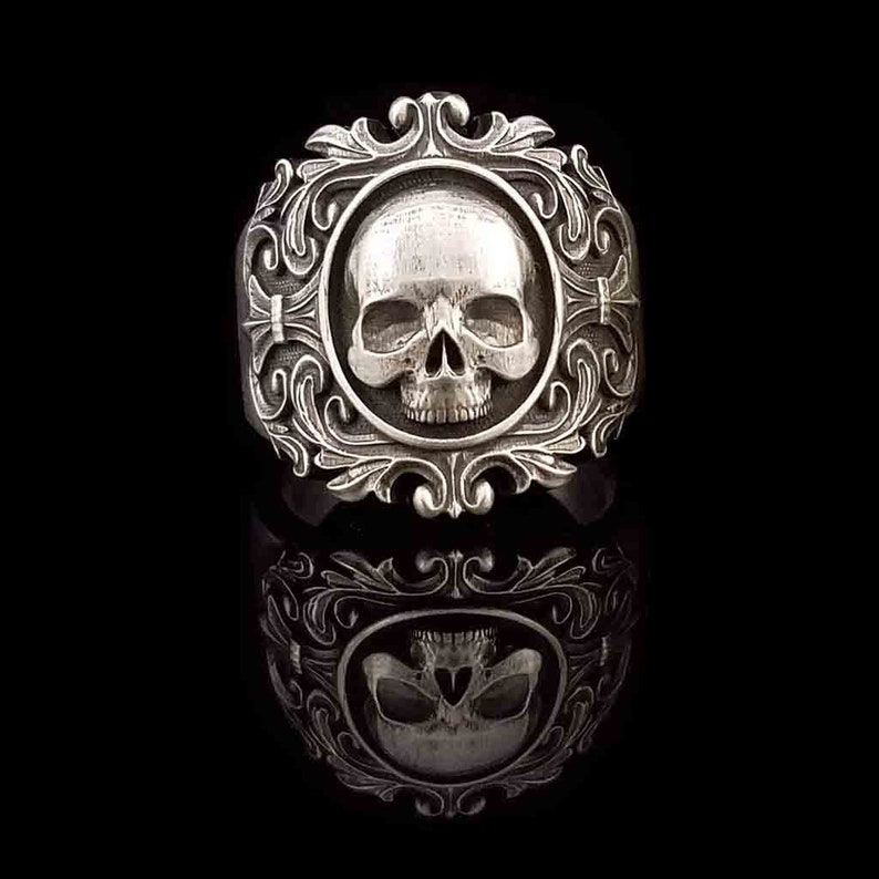 VITA BREVIS Large Skull Ring in 925 Silver Sterling image 0