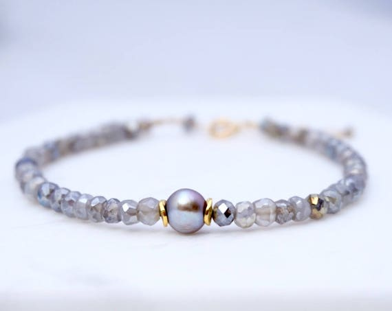 Grey labradorite and pearl bracelet
