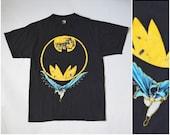 vtg 1988 Batman DC Comics distressed Tshirt Anvil retro 1980s black blue graphic print superhero Tee size M unisex mens womens top shirt