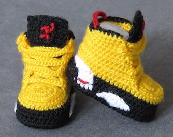 Crochet booties , crochet baby booties , baby shoes, baby socks, newborn shoes , crochet baby shoes , baby girl shoes