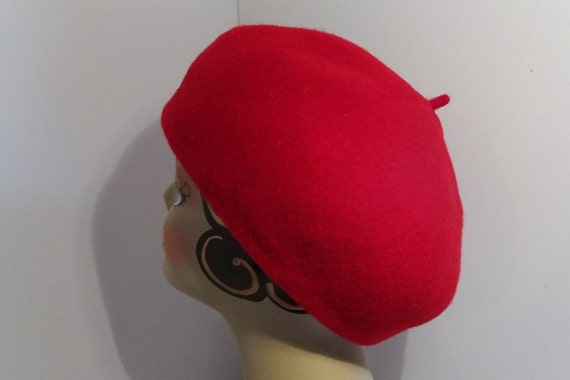 Woman s Red French Beret Tam 100% Wool Garbo Look c61b0c3b970