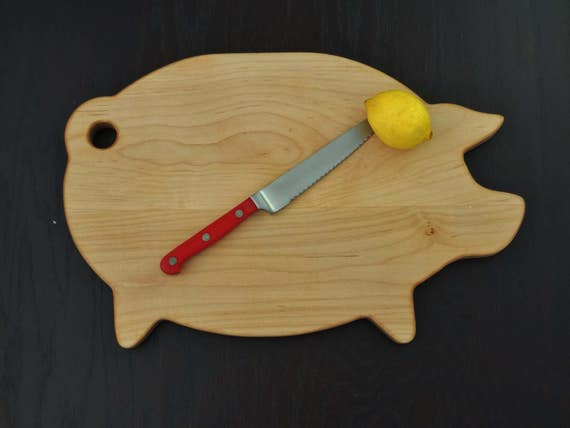 Maple Pig Cutting Board, Chopping Board. Retro Style Cuttng Board, Great Christmas Gift, Housewarming Gift or Kitchen Gift.