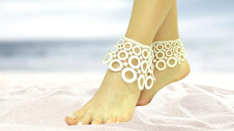 0f749bfb23251 White lace beach wedding barefoot sandals circle bangle