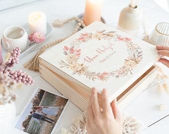 Erinnerungskiste zur Hochzeit personalisiert mit Eukalyptus - schön auch als Aufbewahrungskiste für Hochzeitsfotos