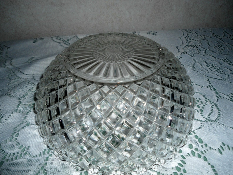 Large Decorative Crystal Clear Glass Fruit Or Candy Bowl with a  Lovely Diamond Pattern in Excellent Condition