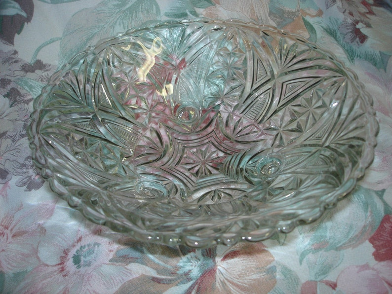 Vintage Extra Large Crystal Clear Glass Candy Dish Vanity Tray or Bowl Tripod with Unique Lovely Pattern in Excellent Condition