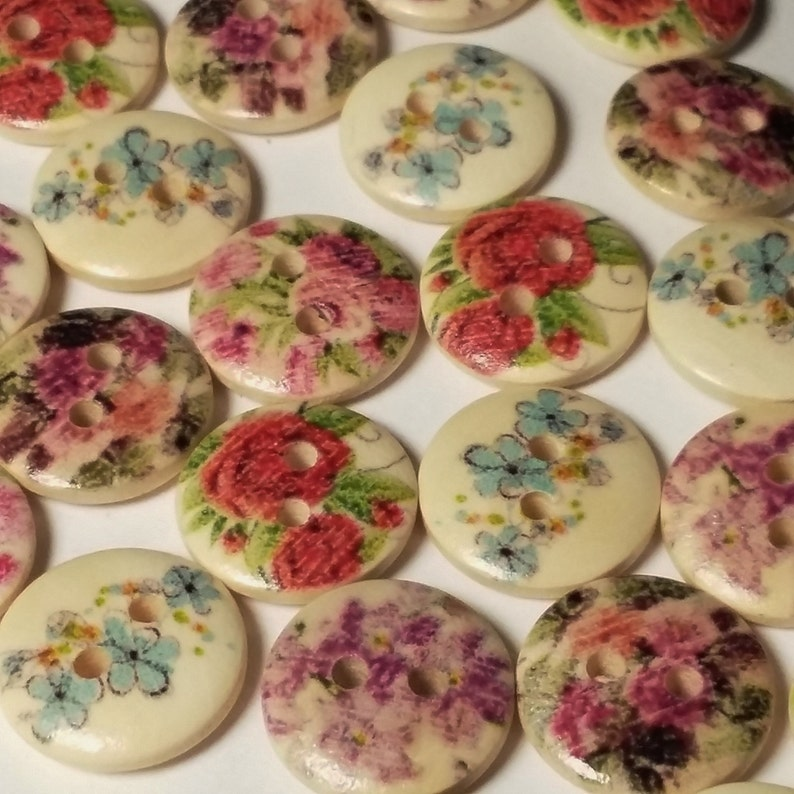 50pcs Assorted Wooden Flower Sewing Buttons 13mm 2 Hole  image 0