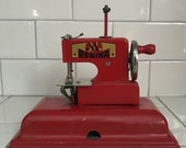Child size Regina Red sewing machine hand crank Germany US Zone Metal 1940 39 s