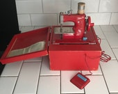 Child size Red Japan sewing machine metal original 1930 39 s hand crank or battery operated In Original Case collectible display