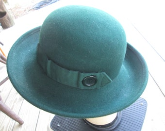 "Vintage Women's 100% wool Derby Hat 13"" across Brim Buttons and gross grain ribbon"