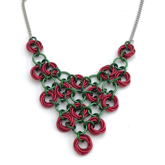 Red and Geen Japanese rosettes chainmaille mesh necklace - Rose garden