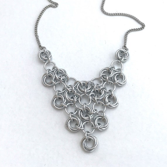 Japanese rosettes chainmaille mesh necklace - silver aluminum