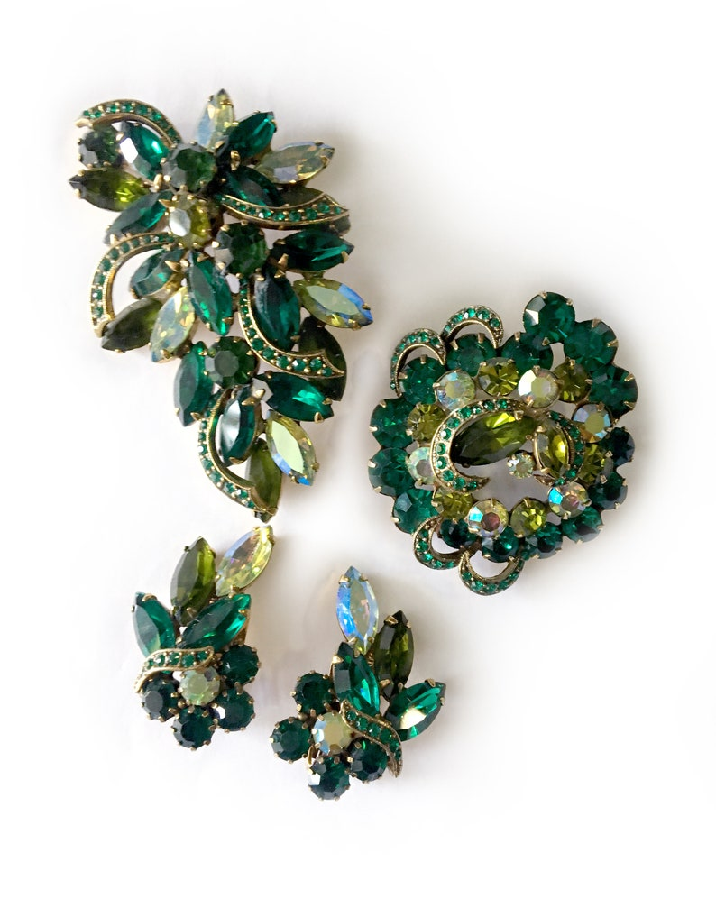 Unsigned Albert Weiss Shades of Green Crystal and /'Ice Ribbons Pair of Brooches and Earrings Set