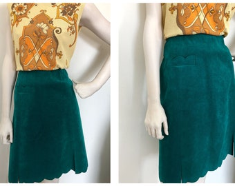 Emerald A-line skirt with scalloped hem // 70s/80s a line midi vegan suede skirt with built in shorts // Mod skirt size