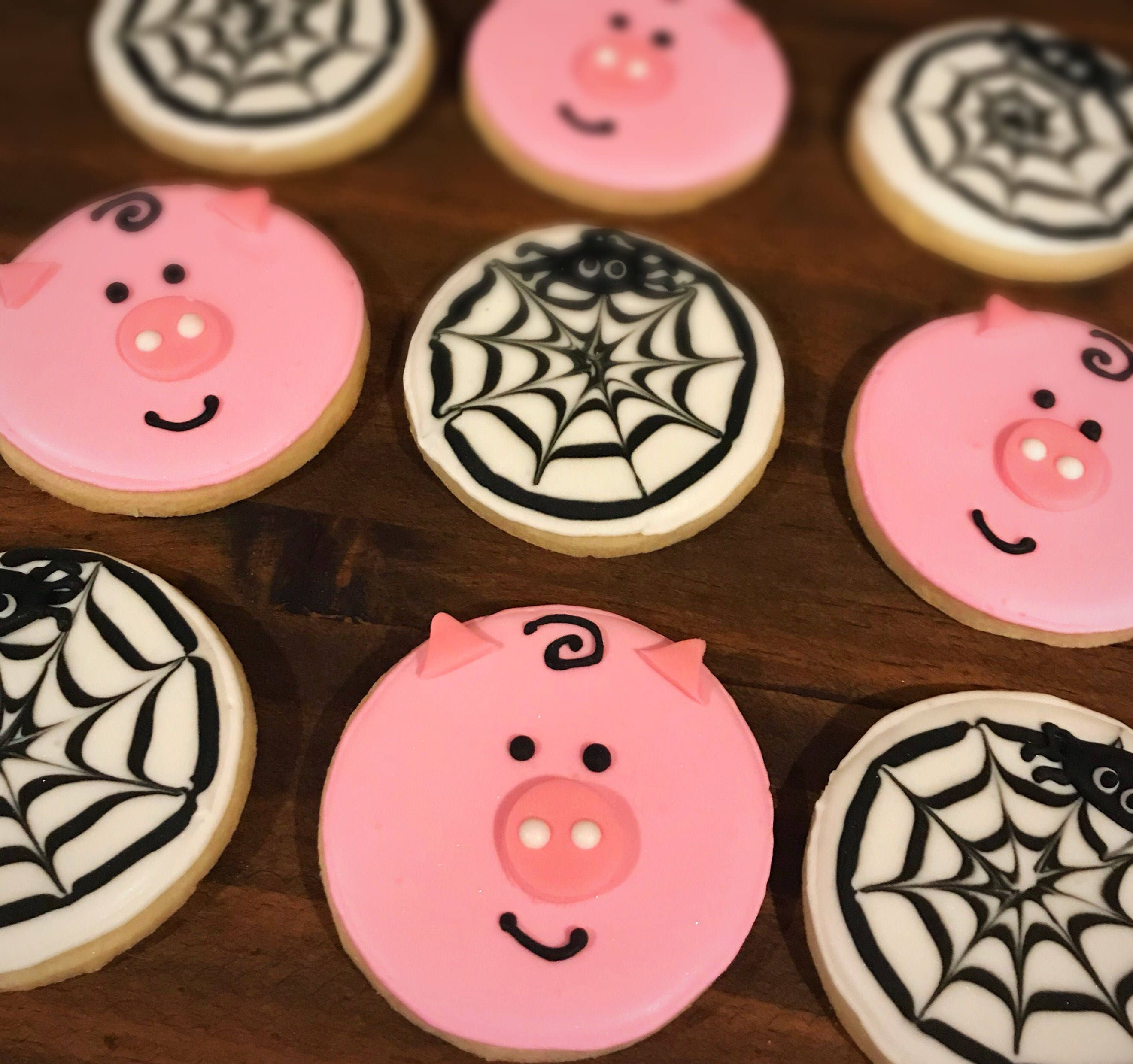 Charlotte\'s Web Sugar Cookies