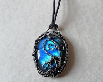 Blue Labradorite WireWrap Pendant / Gothic Steampunk New Age Gemstone Necklace / Silver Wire Wrapped Jewellery / Filigree Swirly Pendant