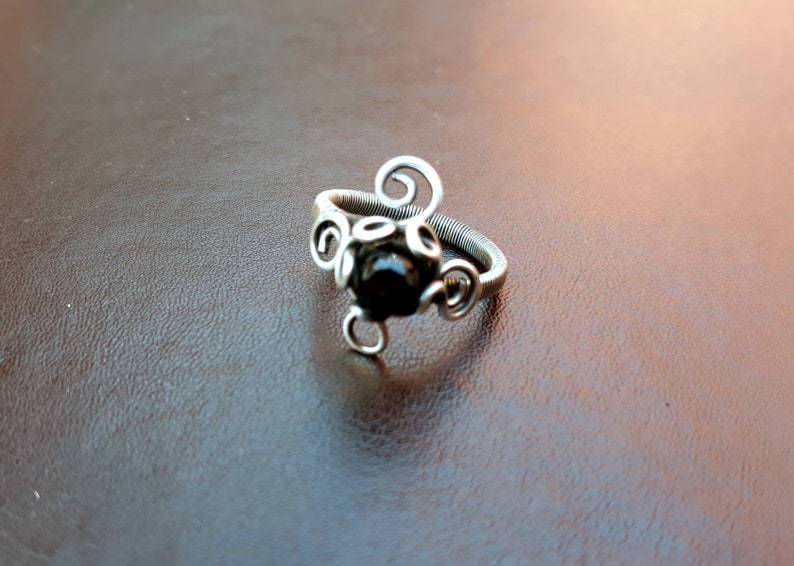 Black Spinel Gemstone Wire-wrapped Copper Ring UK Sz T image 0