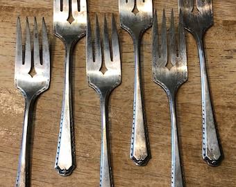 Vintage Oneida Tudor Algonquin Pattern Set of 6 Salad / Dessert Forks