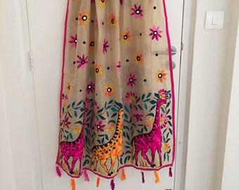 Indien brodé Dupatta. Étole ou écharpe, écharpe en tissu de décoration de  la maison de l Inde Boho Gypsy Bohème. Cadeau cadeau pour sœur de la mère d594908157e