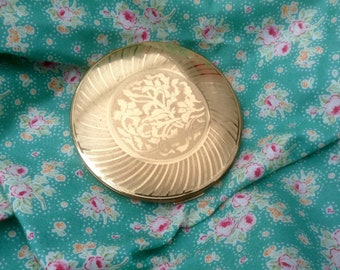 Vintage Stratton Compact. Beautiful Gold Tone With Stylish  pattern.. Era 1970's. In good vintage condition