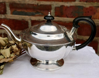 English tea party. Beautiful Vintage Cream and Gold Tea Pot by GIBSON 1950/'s Shabby Chic