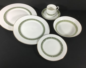 e0be25731704b 39 Piece Dinner Set for 6 People Royal Doulton Rondelay H5004 Dinner Plates Bowls  Cups Saucers English fine bone china dinnerware