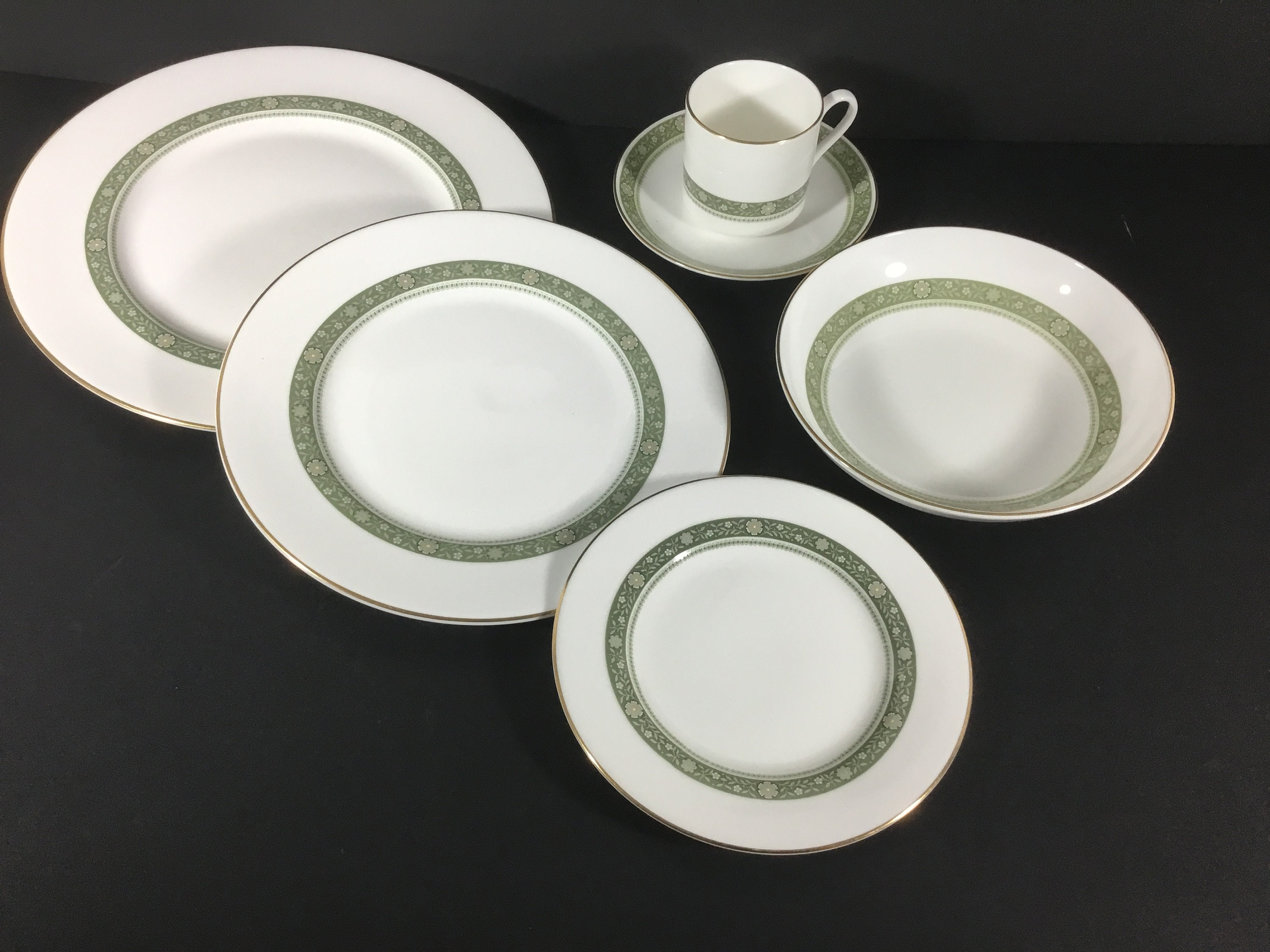 58eaa6aa1e34a 39 Piece Dinner Set for 6 People Royal Doulton Rondelay H5004