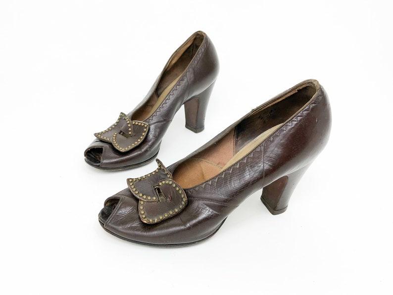 ff77f0ee207bb 1940s Brown Leather Pumps | Andrew Geller | US 7 EU 37-38 UK 5