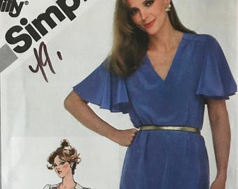 Simplicity 5138 - 1980s Pullover Dress or Top with V Necline and Short Flutter Sleeves - Size 18 20 Bust 40 42