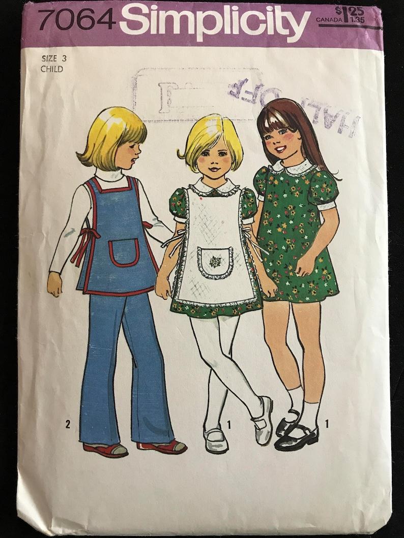 d2599c19e4d24 Patron Simplicity 7064 1970 s petite fille robe tablier