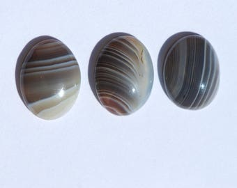 One Piece Banded Bottswana Agate, cabochon, approximately 16 x 12mm oval, Translucent Gray, Brown, Pink and White Agate