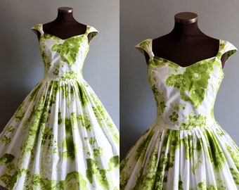 1950s Style White and Green Floral Print Full Pleated Skirt Cotton Dress
