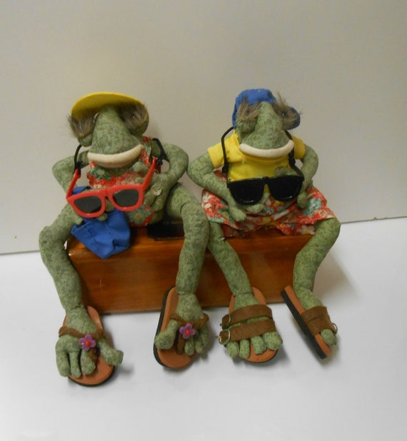Novelty Frog Figures / Tourist Frogs / Vacationing Frogs / | Etsy